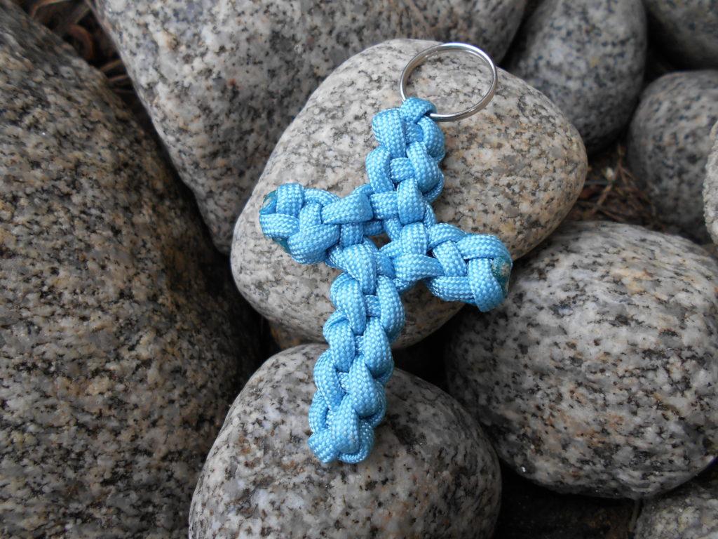 1 prívesok na kľúče - kríž